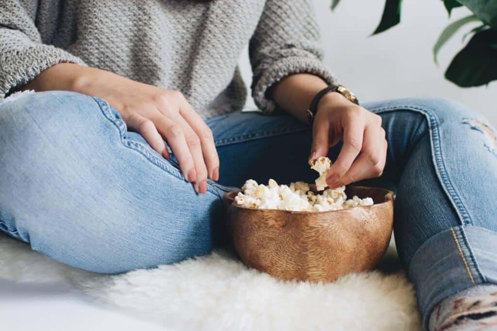 popcorn and movies during a kids' sleepoverunsplas